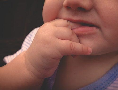 De ce mușcă copiii și cum putem să-i ajutăm să se oprească